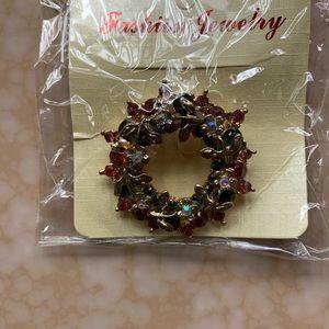 Women's Christmas wreath brooch